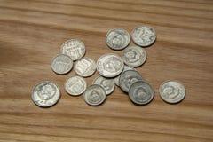 Vieilles pièces de monnaie soviétiques sur un fond en bois Photographie stock
