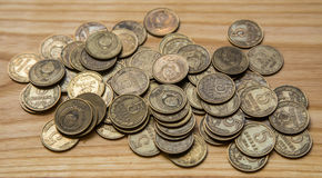 Vieilles pièces de monnaie soviétiques sur un fond en bois Image libre de droits