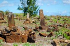 Vieilles pierres tombales graves chinoises abandonnées sur Kauai Photo libre de droits