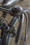 Vieilles poignée et cloche rouillées de bicyclette de vintage Photo libre de droits