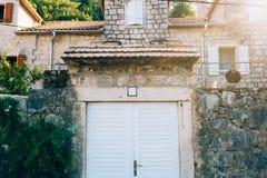 Vieilles portes blanches Texture en bois Image libre de droits