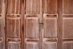 Vieilles portes de pliage en bois, Chiang Khan, Thaïlande image libre de droits