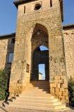 Vieilles portes en bois à une église antique de siècle de XXe, France Photographie stock