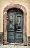 Vieilles portes en bois en Hongrie, thème architectural Image stock
