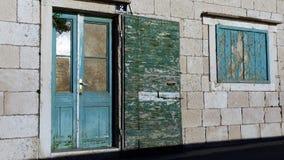 Vieilles portes et fenêtres de maison Photographie stock libre de droits