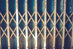 Vieilles portes rouillées de fer Images libres de droits