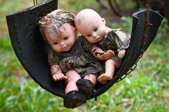 Vieilles poupées rampantes de bébé photo libre de droits