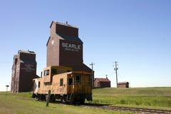 Vieilles prairies en bois d'élévateur à grains image stock