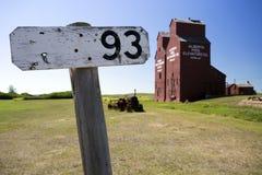 Vieilles prairies en bois d'élévateur à grains image libre de droits