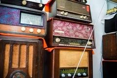 Vieilles radios dans un magasin d'antiquités, Qianmen, Pékin Images stock