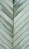 Vieilles rangées de conseils d'échelle verte Photo stock