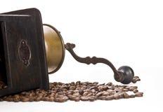 Vieilles rectifieuse de café et graines de café Photographie stock libre de droits