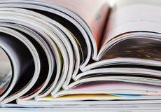 Vieilles revues avec les pages de dépliement Photographie stock libre de droits