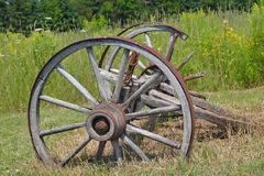 Vieilles roues de chariot image stock