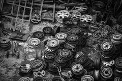 Vieilles roues de véhicule Photos stock