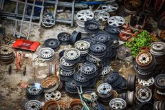 Vieilles roues de véhicule Images stock