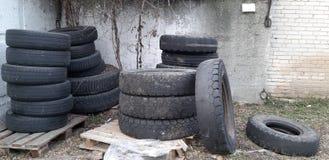 Vieilles roues de véhicule photo stock
