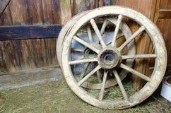 Vieilles roues en bois Images stock