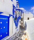 Vieilles rues d'île de Mykonos, Cyclades photographie stock