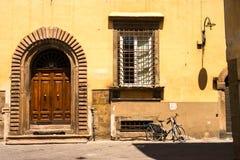Vieilles rues de Lucques, Italie Photographie stock libre de droits