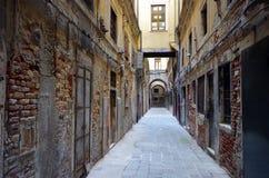 Vieilles rues scéniques à Venise, la lagune de l'Italie Images stock