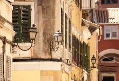 Vieilles rues, ville de Corfou Photos stock