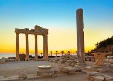 Vieilles ruines dans le côté, Turquie au coucher du soleil Photographie stock