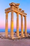 Vieilles ruines dans le côté, Turquie au coucher du soleil Photos stock