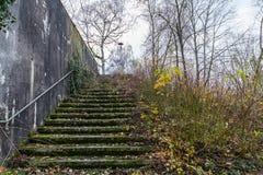 Vieilles ruines de bâtiment avec l'escalier Photo libre de droits