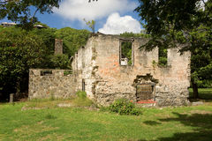 Vieilles ruines de moulin de sucre au ressort sur Bequia Photographie stock libre de droits