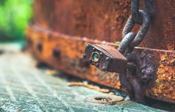 Vieilles serrure et chaîne rouillées Photo libre de droits