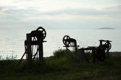 Vieilles silhouettes de treuil Photo stock