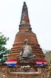 Vieilles statue et pagoda de Bouddha avec le ciel blanc Images libres de droits