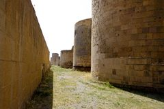 Vieilles tours entourant le vieux village de l'Ani, Turquie photographie stock