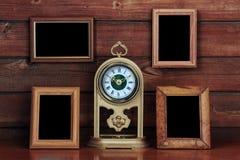 Vieilles trames de photo et horloge antique Images libres de droits