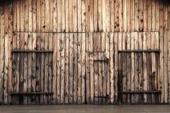 Vieilles trappes de grange en bois Photographie stock