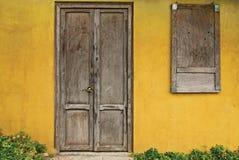 Vieilles trappes et Windows Image libre de droits