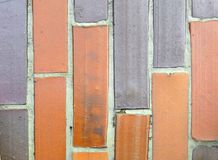 Vieilles tuiles de deux couleurs différentes Photo stock
