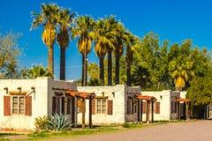 Vieilles unités abandonnées de motel dans le désert de l'Arizona Images libres de droits