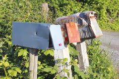 Vieilles, usées, rurales boîtes aux lettres Image libre de droits