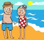 Vieilles vacances d'été heureuses de couples par la mer Photos stock