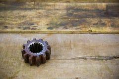 Vieilles vitesses de la machine sur le fond en bois Photos stock