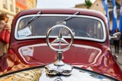 Vieilles voitures classiques sur le rassemblement des voitures de vintage à Cracovie, Pologne Photographie stock libre de droits
