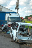 Vieilles voitures de décharge et pièces utilisées par vente Images stock