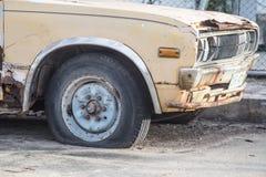 Vieilles voitures pour la chute. Photo libre de droits