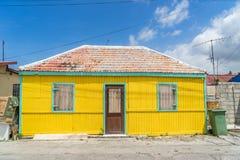 Vieilles vues jaunes d'Otrobanda Curaçao de maison image libre de droits
