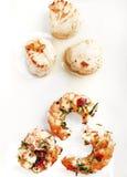 Vieiras e camarões no fundo branco Fotografia de Stock