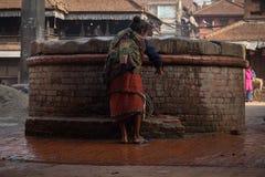 Vieja abuela del bhaktapur Nepal Imagenes de archivo