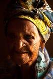 Vieja abuelita africana imagen de archivo