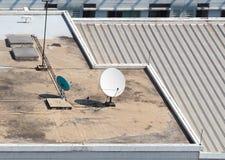 Vieja antena parabólica grande de la telecomunicación foto de archivo libre de regalías